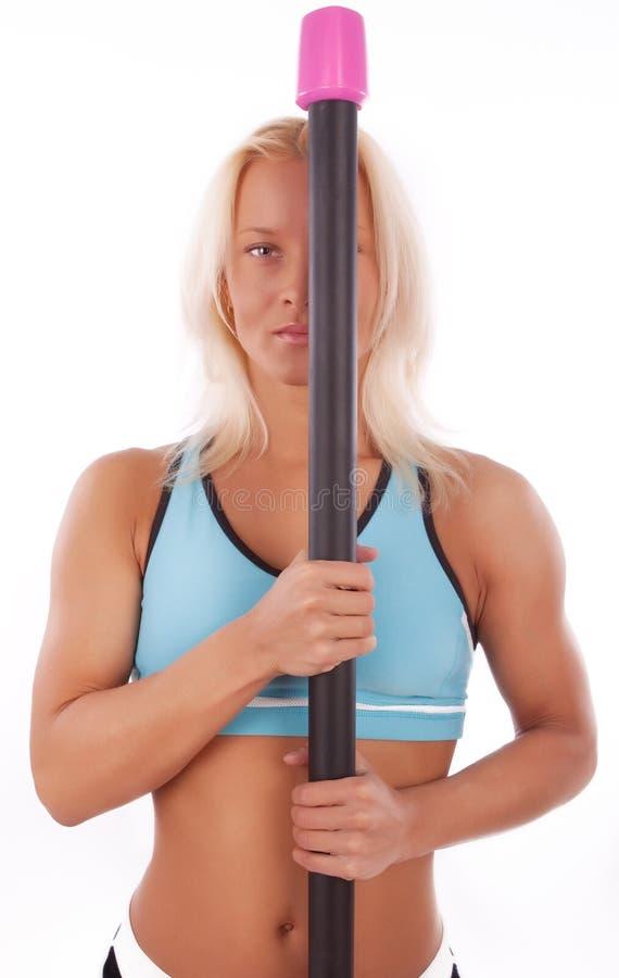 Athletische Blondine während des Trainings lizenzfreie stockfotografie