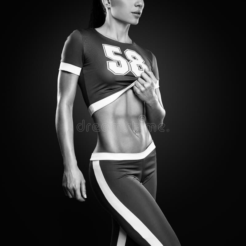Athletische junge Frau der Eignung lizenzfreie stockbilder