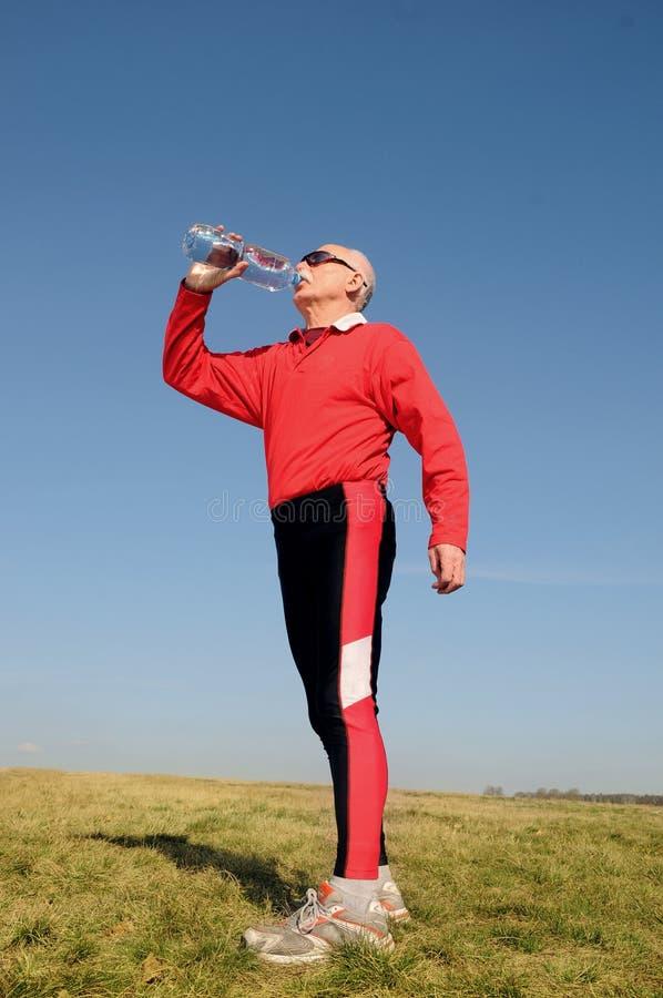 Athletischer älterer Mann stockfotos