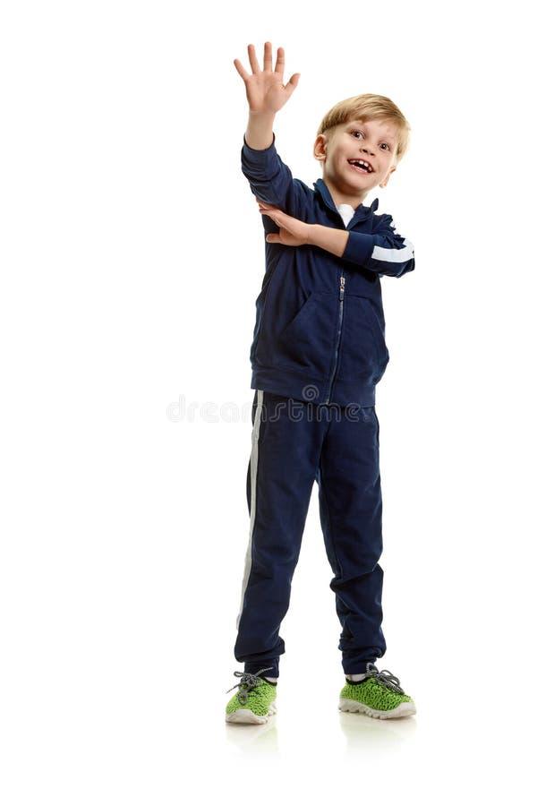 Athletisches Jungengestikulieren stockfotos