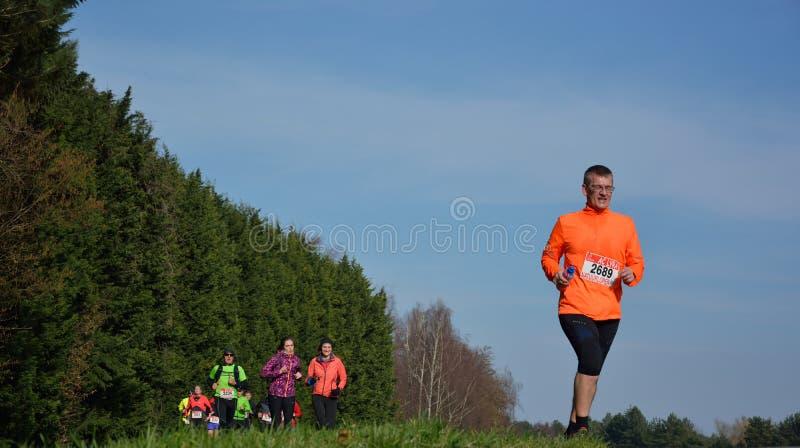 Athletisme, biegacze w naturze zdjęcie royalty free