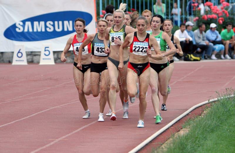 Athlets concurreert in 5000 meters ras stock afbeeldingen