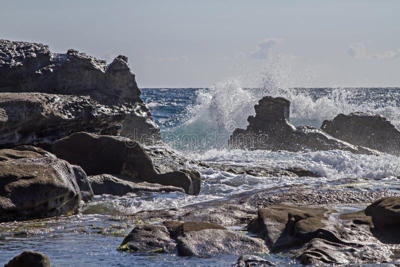 Download Ati Bordighera della costa fotografia stock. Immagine di roccioso - 56877640