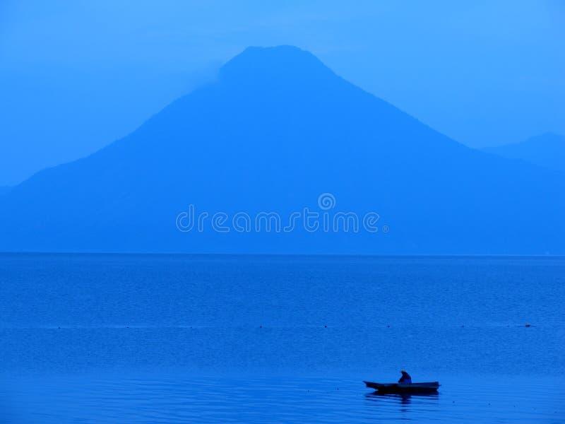 Download Atitlan湖 库存照片. 图片 包括有 亚马逊, 蓝色, 天空, 危地马拉, 渔夫, 微明, 中央, 横向 - 185584