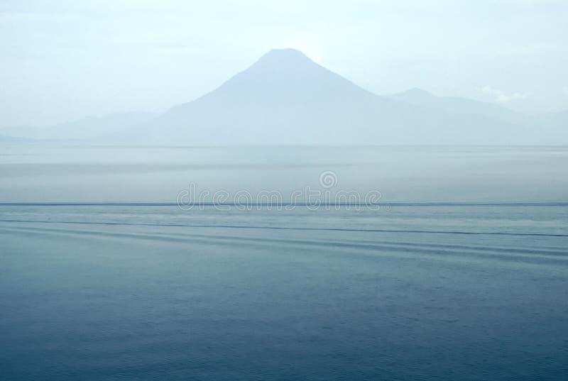 atitlan guatamala湖 库存图片