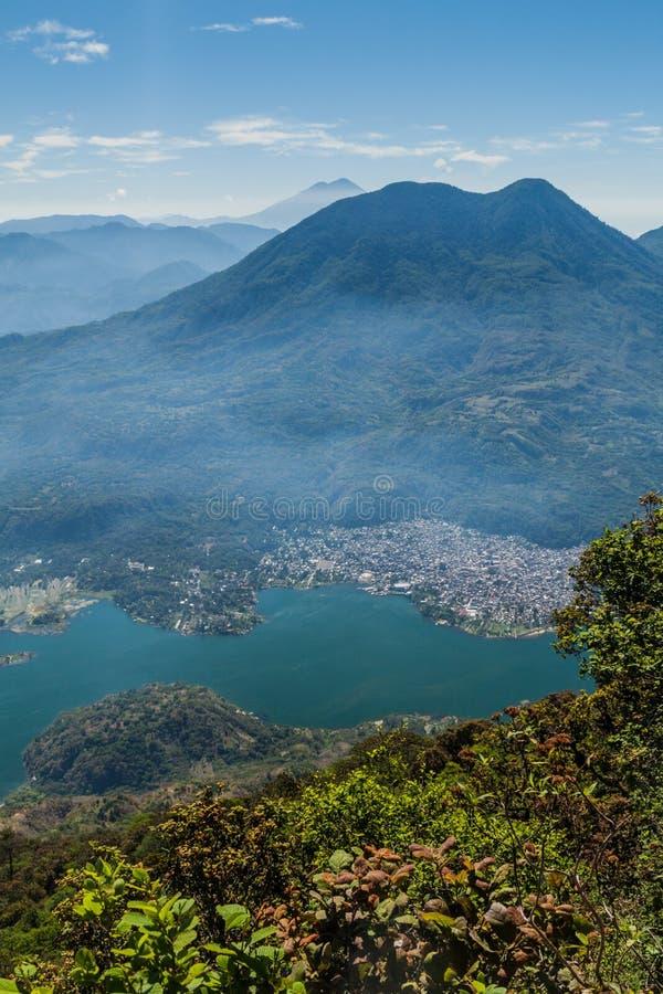 Atitlanmeer in Guatemala, beeld uit de vulkaan die van San wordt genomen Pedro Volcano Toliman, dorp Santiago Atitla royalty-vrije stock afbeeldingen