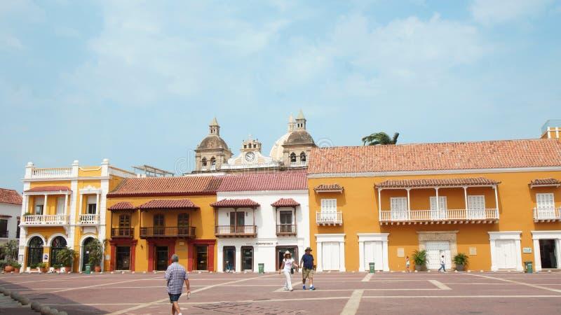Atividade em Plaza de la Aduana no centro histórico de Cartagena fotos de stock royalty free