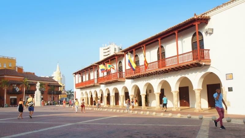 Atividade em Plaza de la Aduana no centro histórico de Cartagena imagem de stock royalty free
