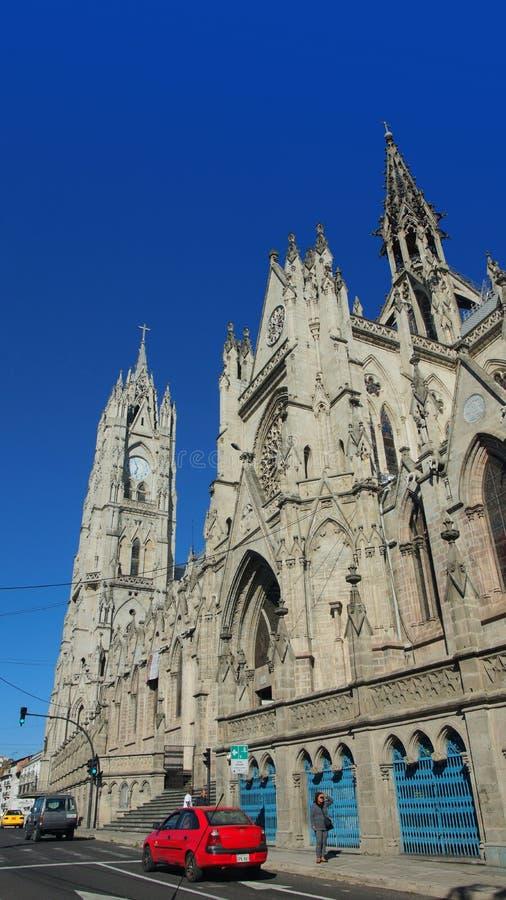 A atividade na basílica do voto nacional é ficada situada no centro histórico de Quito É a basílica neogótica a maior dentro imagem de stock royalty free