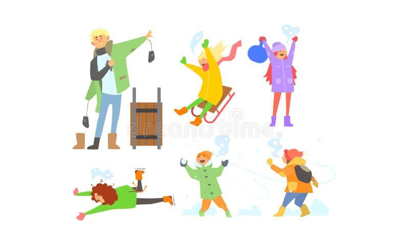 Atividades grupo do inverno, sledding das crianças, jogando bolas de neve, crianças que têm o divertimento e que apreciam a ilust ilustração royalty free