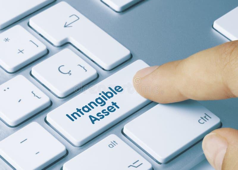 Ativo intangível - Inscrição na tecla do teclado branco foto de stock