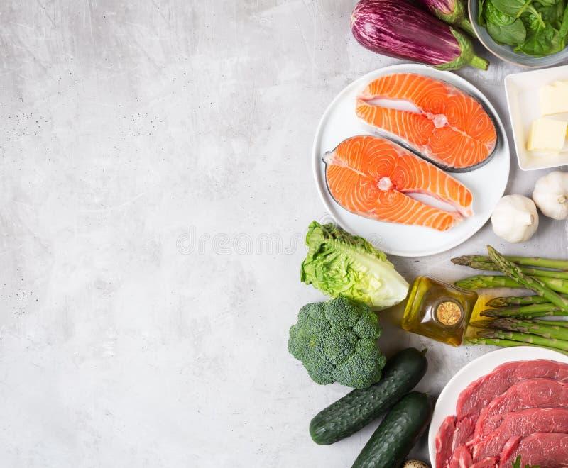 Atkins Les ingrédients alimentaires de la diète sur fond concret, le concept de santé, la vue d'en haut avec espace de copie image stock