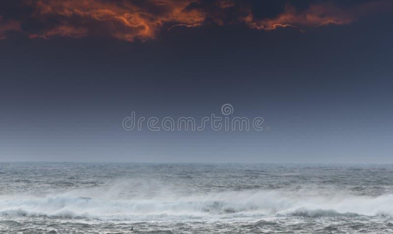 Atlântico acena na costa de Mealista na ilha de Lewis em Escócia fotos de stock royalty free