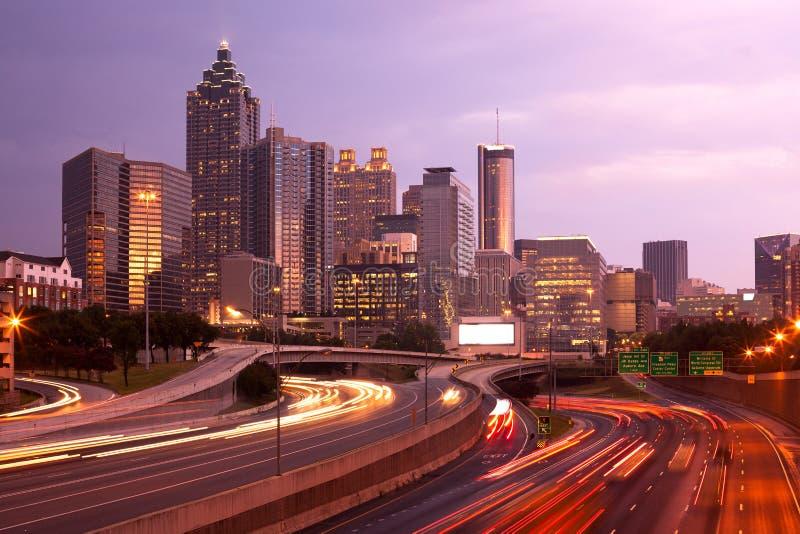 Atlanta do centro na noite foto de stock