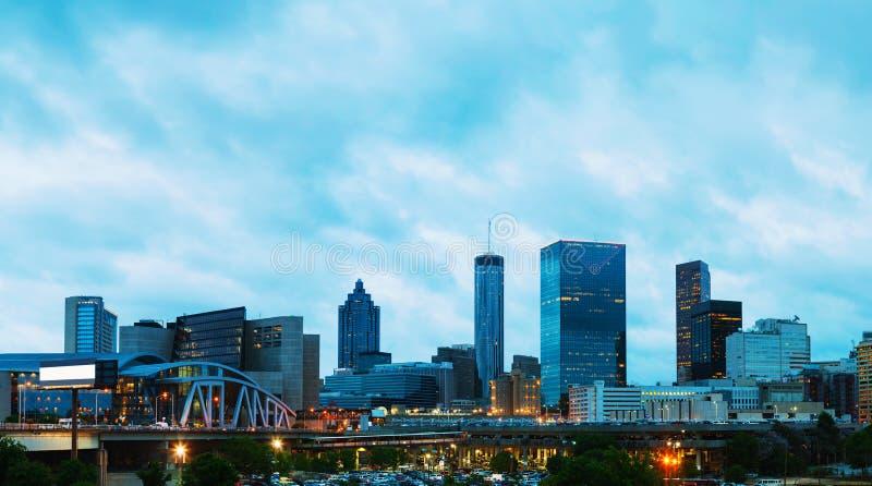 Atlanta do centro na noite fotografia de stock