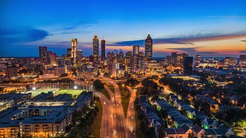 Atlanta Gruzja linia horyzontu W centrum antena obraz royalty free