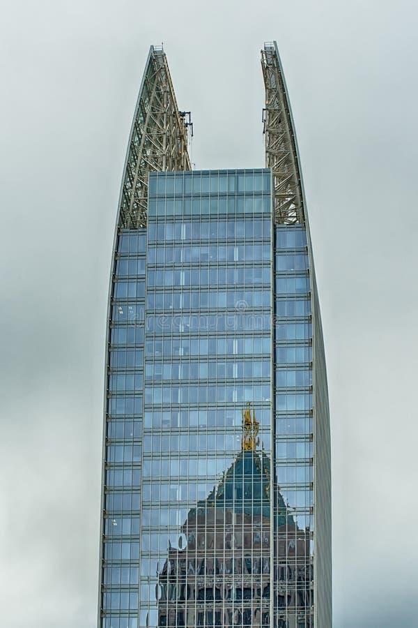 Atlanta i stadens centrum horisontplatser i januari på molnig dag royaltyfri bild