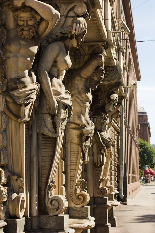 Atlanteans и caryatids стоковое изображение rf