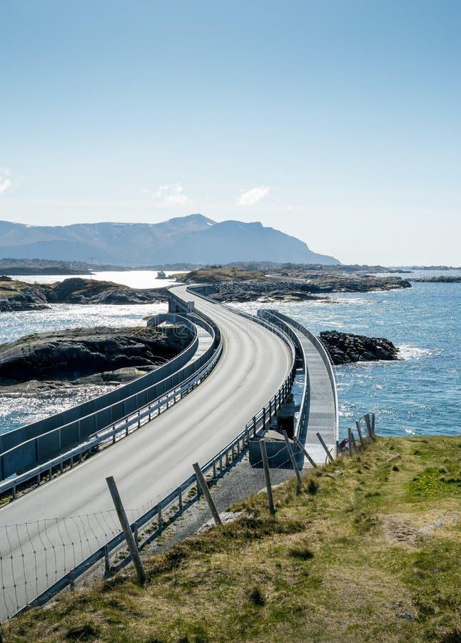 Atlanterhavsvegen - Atlantische Weg in Noorwegen stock foto