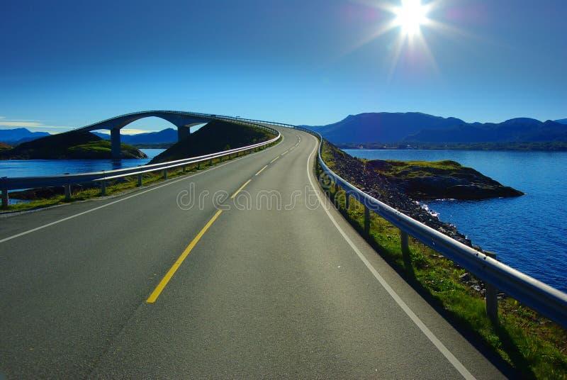 atlanterhavsvegen norway royaltyfri fotografi