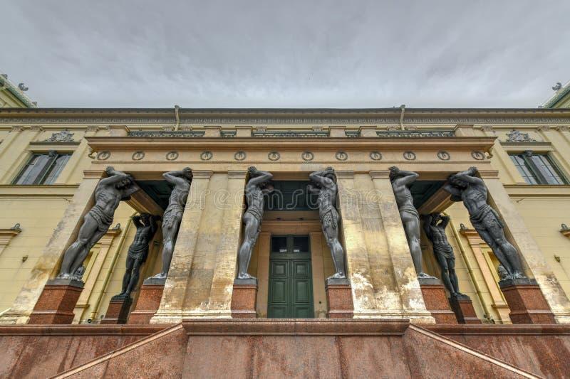 Atlantes, eremitério novo - St Petersburg Rússia foto de stock