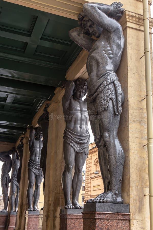 Atlantes på eremitboningmuseet royaltyfri bild