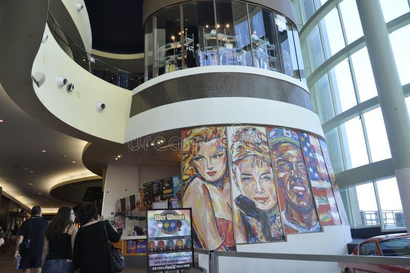 Atlantic City, el 4 de agosto: Interior moderno de la alameda del centro turístico de Atlantic City en New Jersey imagen de archivo libre de regalías