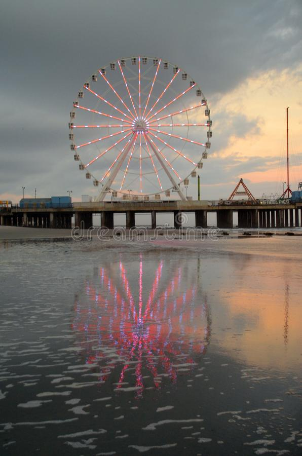 Atlantic City New Jersey Ferris Wheel op Staalpijler stock foto's