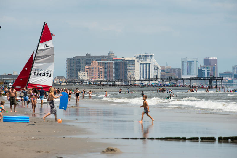 ATLANTIC CITY, NJ - 8. AUGUST: Die Skyline und der Atlantik in Atlantic City, New-Jersey am 8. August 2017 stockfoto