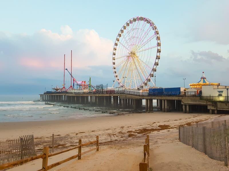 ATLANTIC CITY, NJ - MEI 2018 Mening van Atlantic City bij zonsondergang, New Jersey De stad is gekend voor zijn casino's, promena stock fotografie