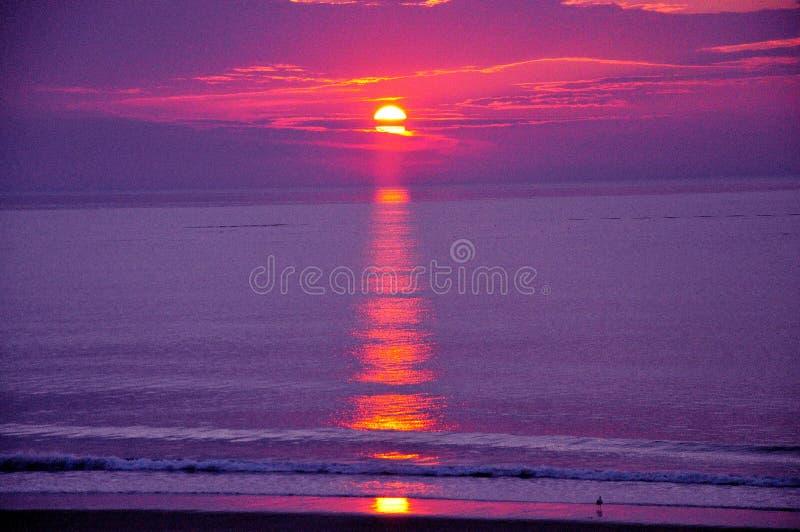 Atlantic Ocean ?ver soluppg?ng arkivbild