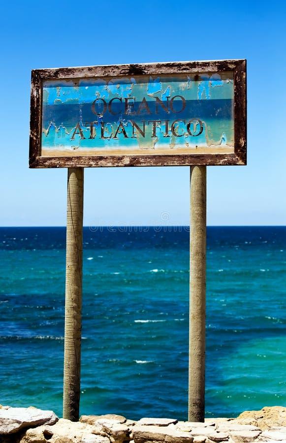 atlantico oceano stary szyldowy Tarifa zdjęcia stock