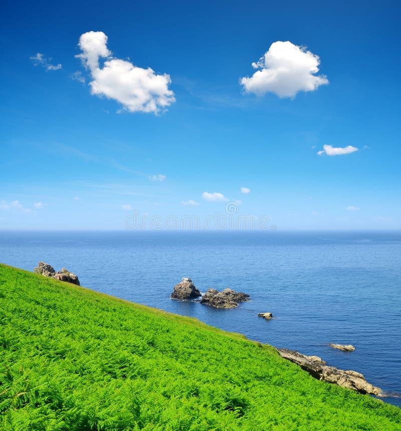 Atlantik-Küste bei Pointe du Raz - Bretagne lizenzfreies stockbild