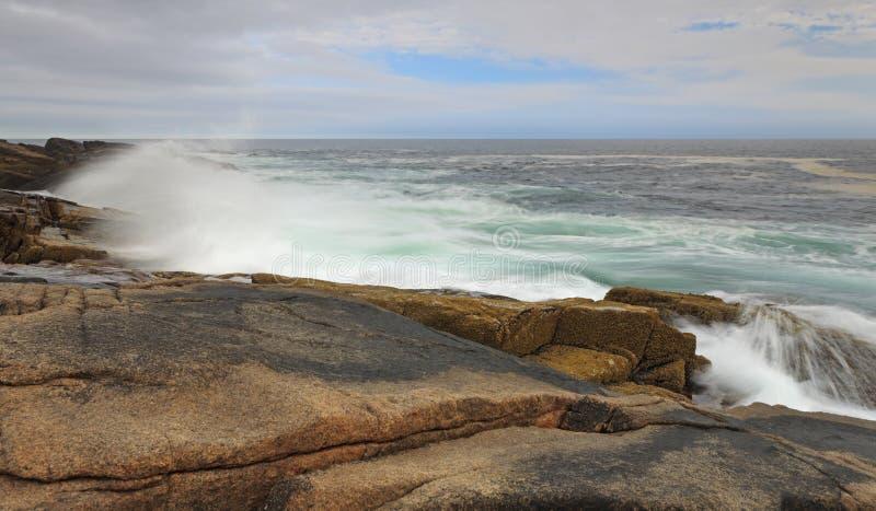 Atlantische Küstenlinie in der Hauptleitung lizenzfreie stockfotos