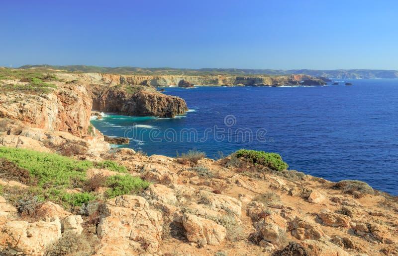 Atlantische Küstenlinie in Portugal bei Carrapateira stockbilder