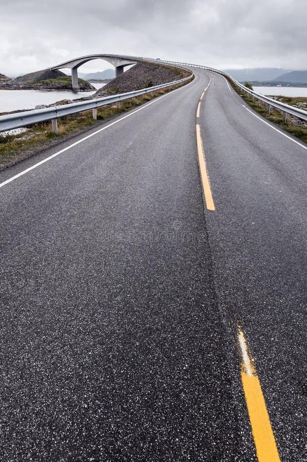 Atlantische Straße in Norwegen lizenzfreie stockbilder