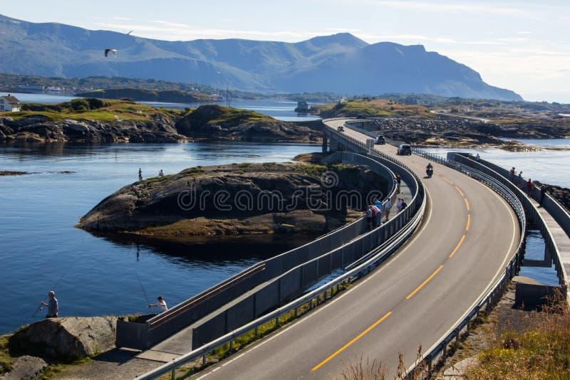 Atlantische weg dichtbij Molde in Zuid-Noorwegen stock fotografie