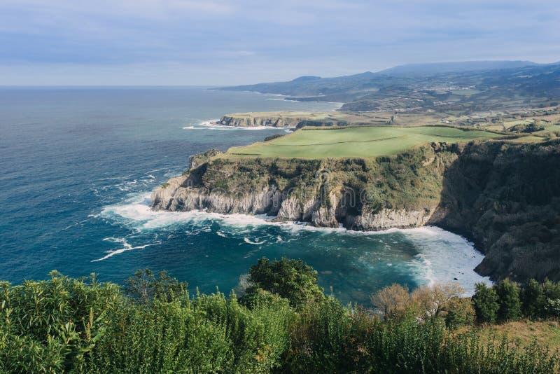 Atlantisk kust på Azoresna royaltyfri foto