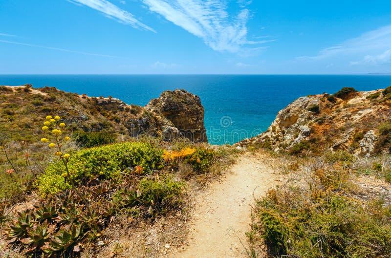 Download Atlantisk Stenig Kust & X28; Algarve Portugal& X29; Fotografering för Bildbyråer - Bild av klippa, sommar: 76700627