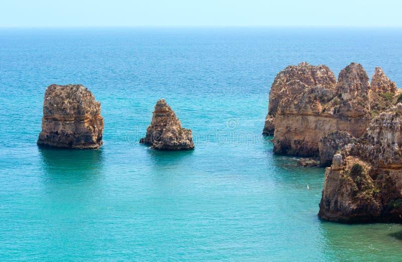 Download Atlantisk Stenig Kust & X28; Algarve Portugal& X29; Fotografering för Bildbyråer - Bild av vatten, sommar: 76701705