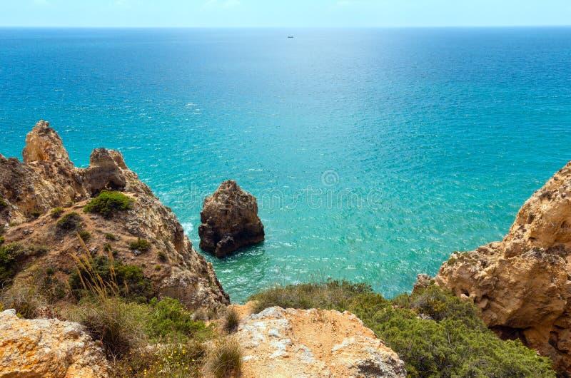 Download Atlantisk Stenig Kust & X28; Lagos Algarve, Portugal& X29; Fotografering för Bildbyråer - Bild av klippa, stenigt: 76701353