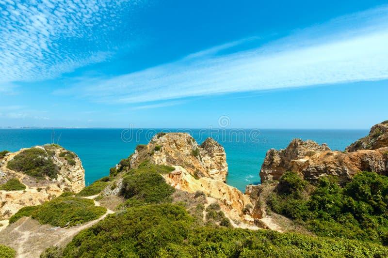 Download Atlantisk Stenig Kust & X28; Lagos Algarve, Portugal& X29; Fotografering för Bildbyråer - Bild av landskap, athwart: 76702089
