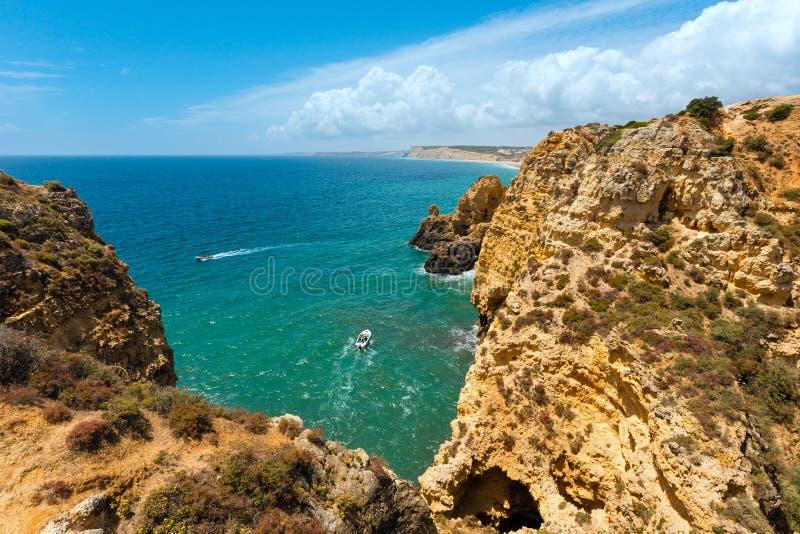 Download Atlantisk Stenig Kustlinje & X28; Algarve Portugal& X29; Fotografering för Bildbyråer - Bild av stenigt, natur: 76700591