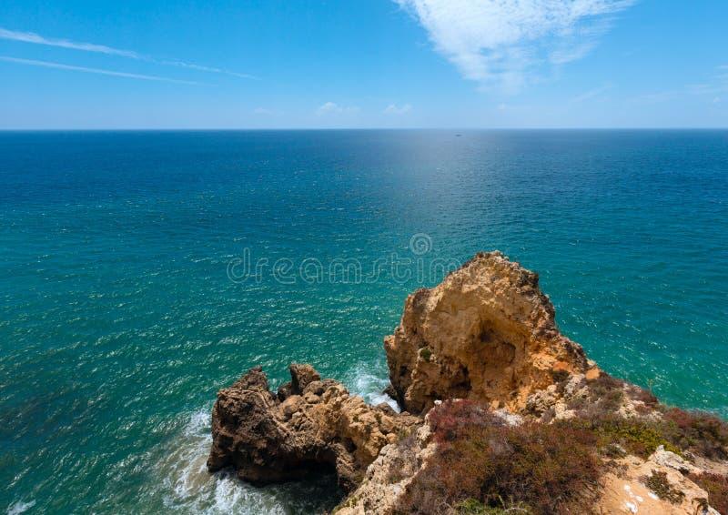 Download Atlantisk Stenig Kustlinje & X28; Algarve Portugal& X29; Arkivfoto - Bild av kust, utomhus: 76701080