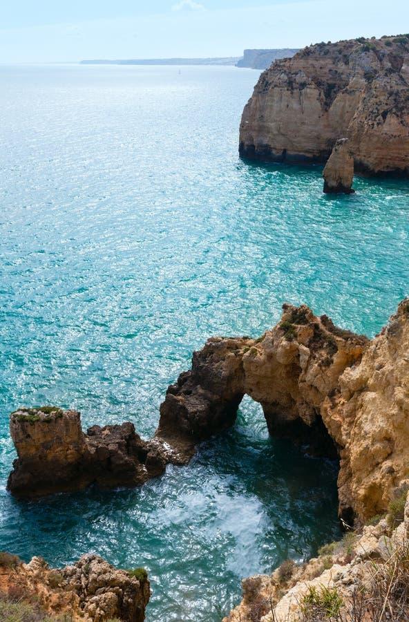Atlantisk stenig kustlinje (Ponta da Piedade, Lagos, Algarve, port arkivbilder