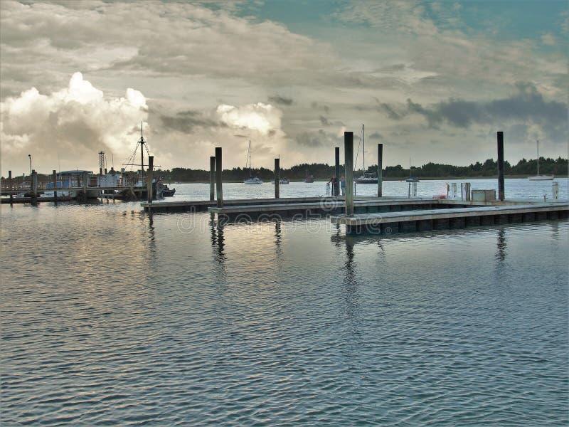 Download Atlantisk strandhamn fotografering för bildbyråer. Bild av solnedgång - 106826035