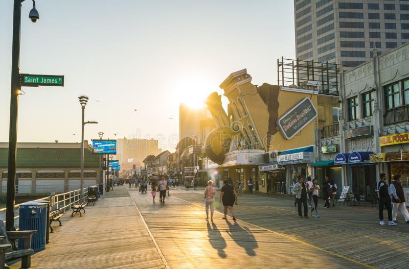 Atlantycki miasto, nowy - bydło, usa 09-04-17: Atlantycki miasta Boardwalk zdjęcie royalty free
