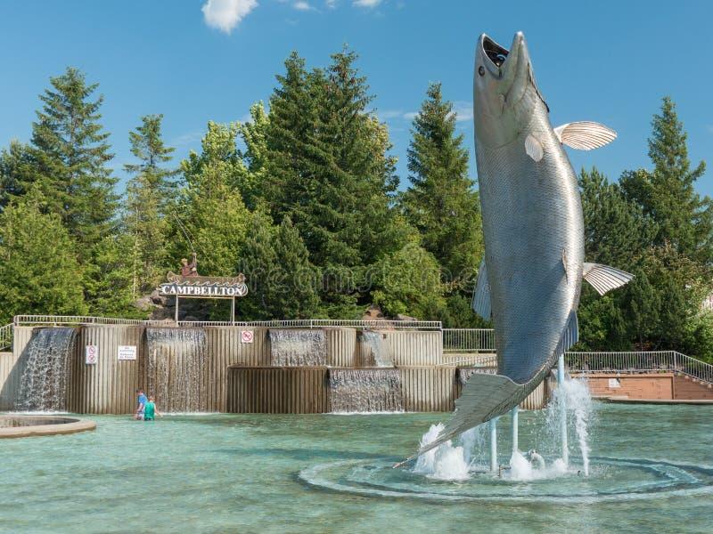 Atlantyckiego łososia zabytek w Campbellton, Nowy Brunswick, Kanada obrazy royalty free
