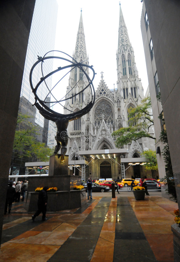 Atlas en St. Patrick Cathedral royalty-vrije stock foto's