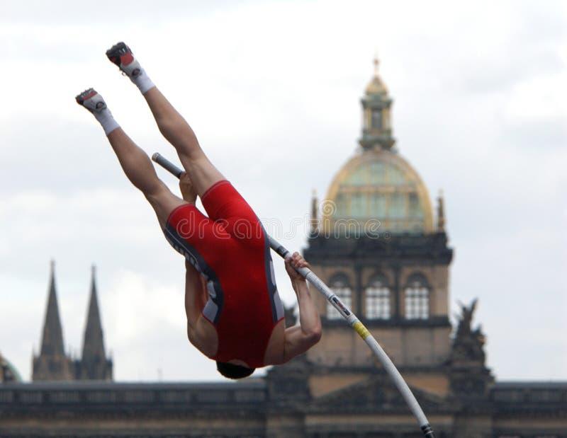 Atleet die de Staaf ontruimt stock afbeeldingen